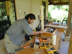 Bob building desks for the cabinas