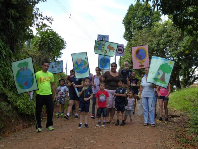 Environmental march for awareness with the school children of Santiago